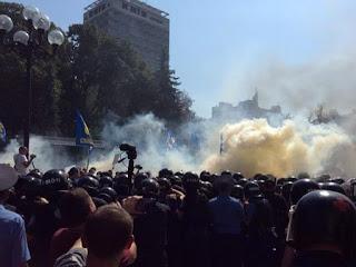 Неонацистская революция в Киеве продолжается
