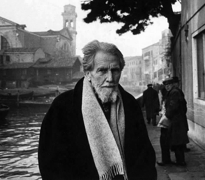 O poeta Ezra Pound em Veneza, 1963.