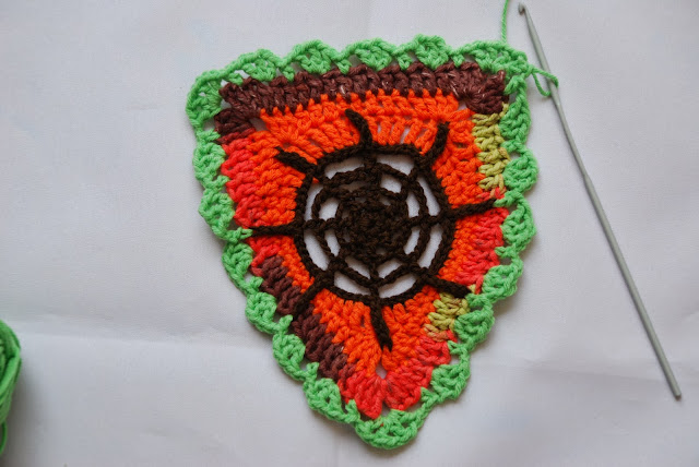 Web bunting and spider pattern and tutorial: image of crochet web bunting triangle