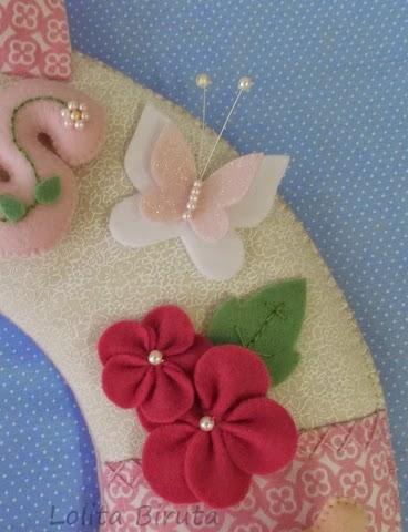 Flores e borboletas em feltro