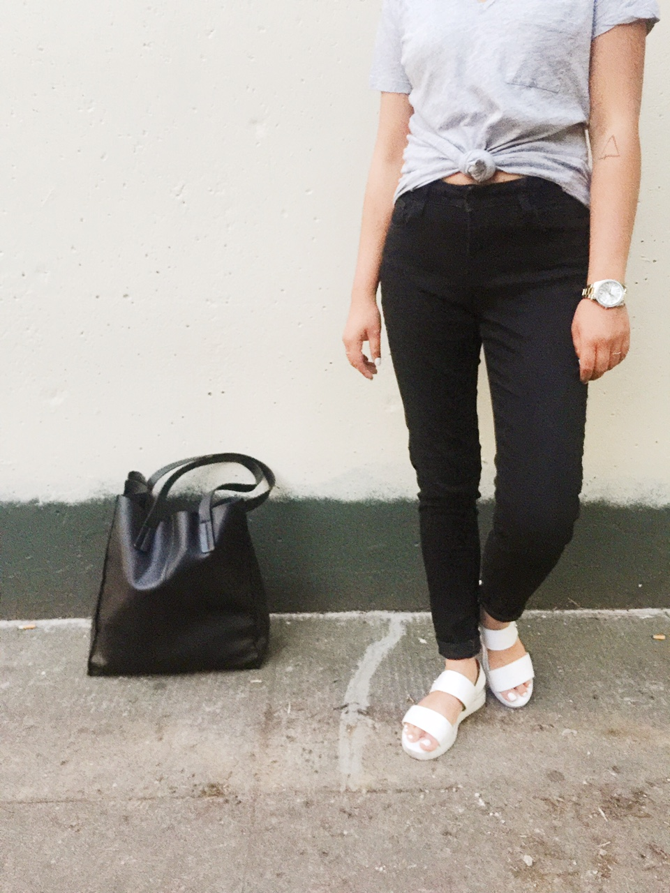 wonder wall wednesday, style blogger, fashion blogger, portland fashion blogger, affordable fashion, high waisted black jeans, gray v neck tee shirt, white sandals