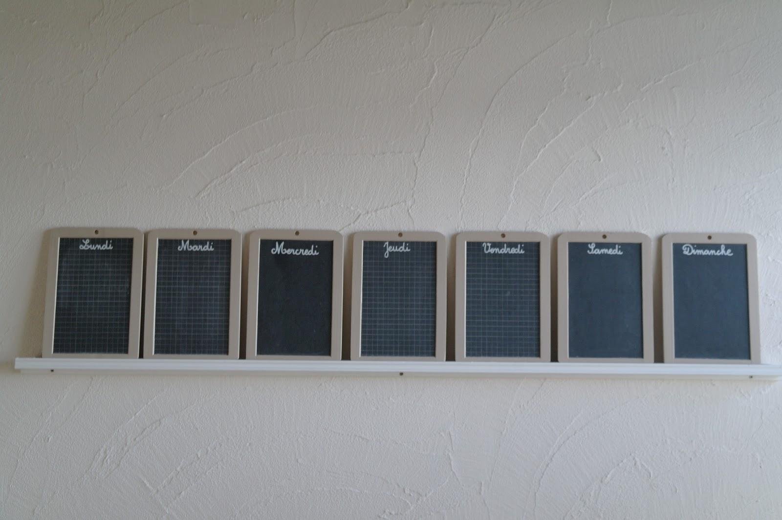 deux rglettes achetes chez leroy merlin pour la fixation au mur et un coup de peinture pour la dco des ardoises pour lcriture le prcieux feutre - Semainier Bois Et Ardoises