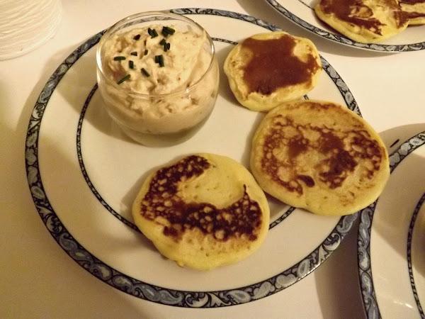 Mousse de thon et pancakes salés à la ciboulette