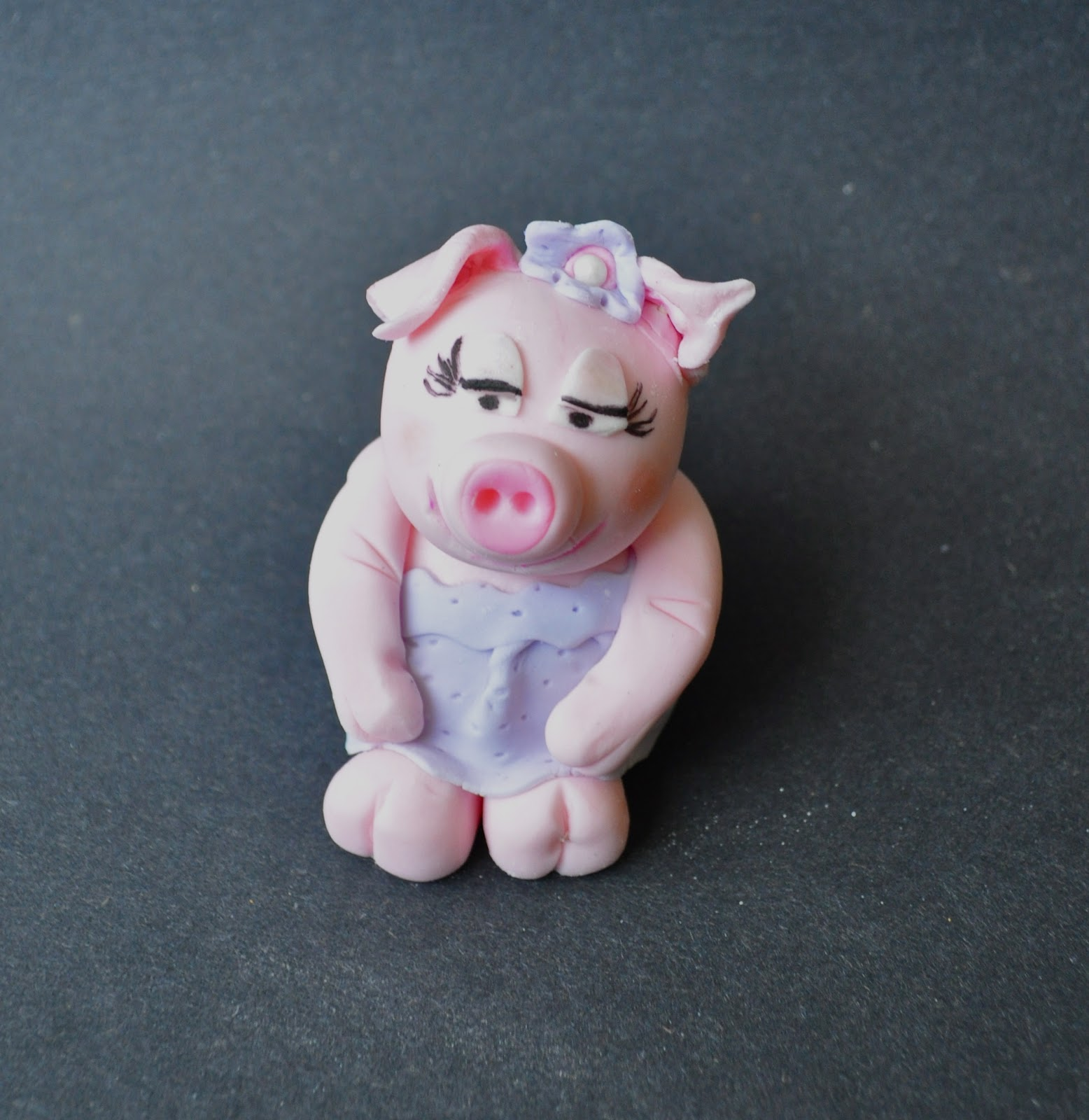 Cake Toppers On Fondant : Cakes by Setia: Fondant Pig Cake Toppers