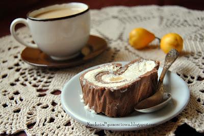 174. Biszkoptowa rolada z białą czekoladą i gruszkami