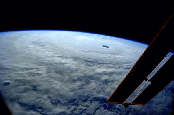 El super tifón Vongfong desde el espacio