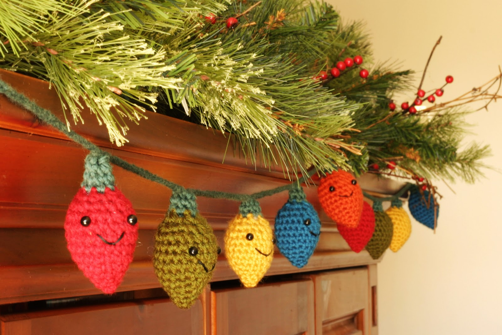 Knitting Pattern Christmas Lights : Crafting Life in Eire: Christmas Decorations - Crochet Free Patterns