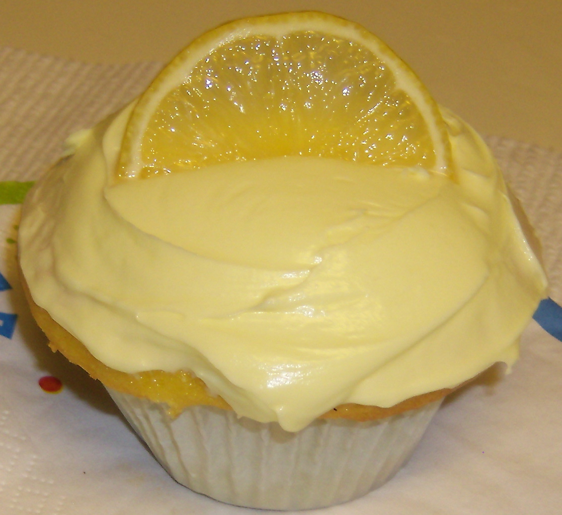 Lore's Table: Lemon Cupcakes with Lemon Cream Cheese Frosting