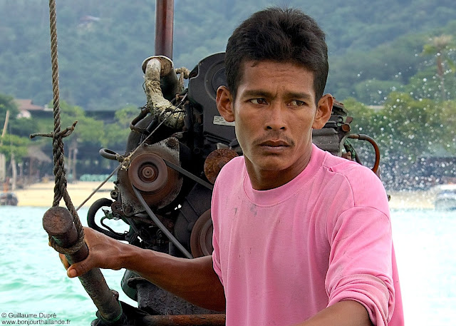 pilote de long tail boat à Koh Phi Phi en THailande