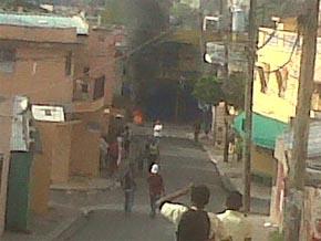 Protestas por los apagones en Los Tres Brazos; la PN los enfrenta a tiros