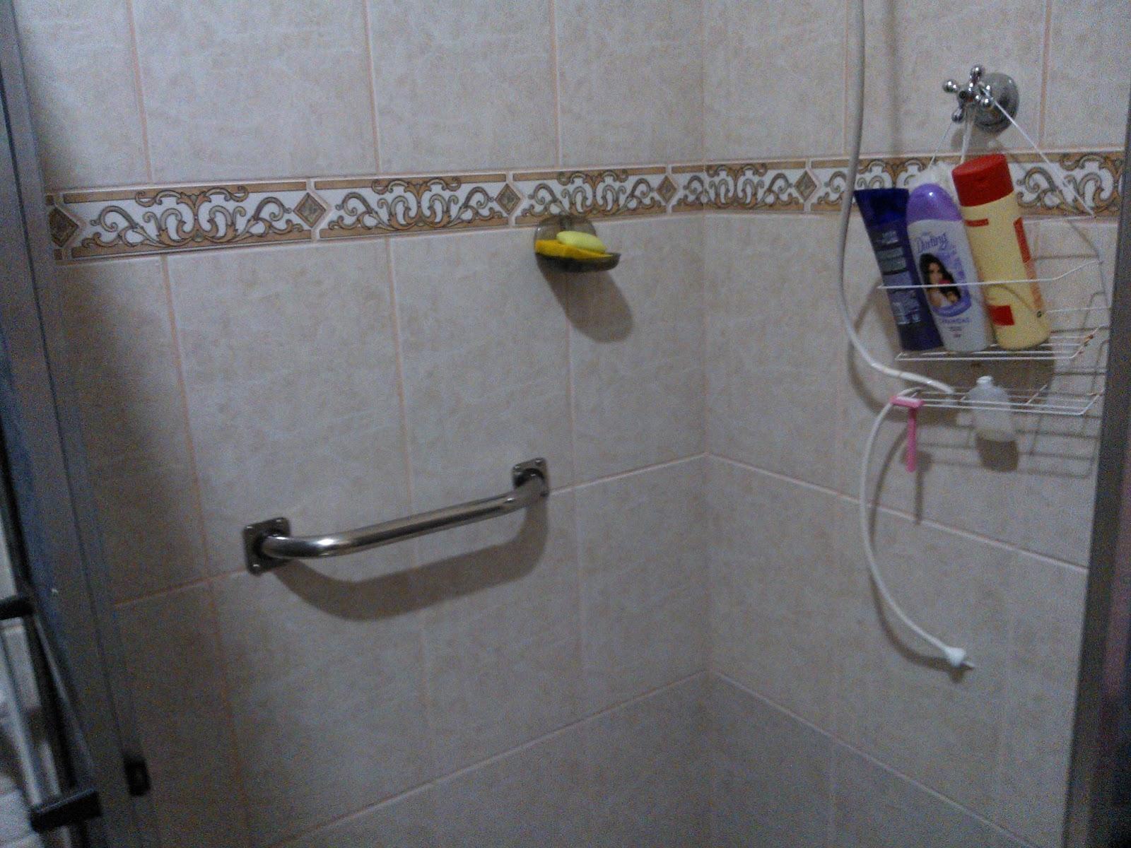 Imagens de #5E463F Barra de apoio instalada em box do chuveiro apara apoio de criança  1600x1200 px 3574 Barras Banheiro Idosos
