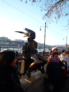 monumento junto al Danubio en Budapest