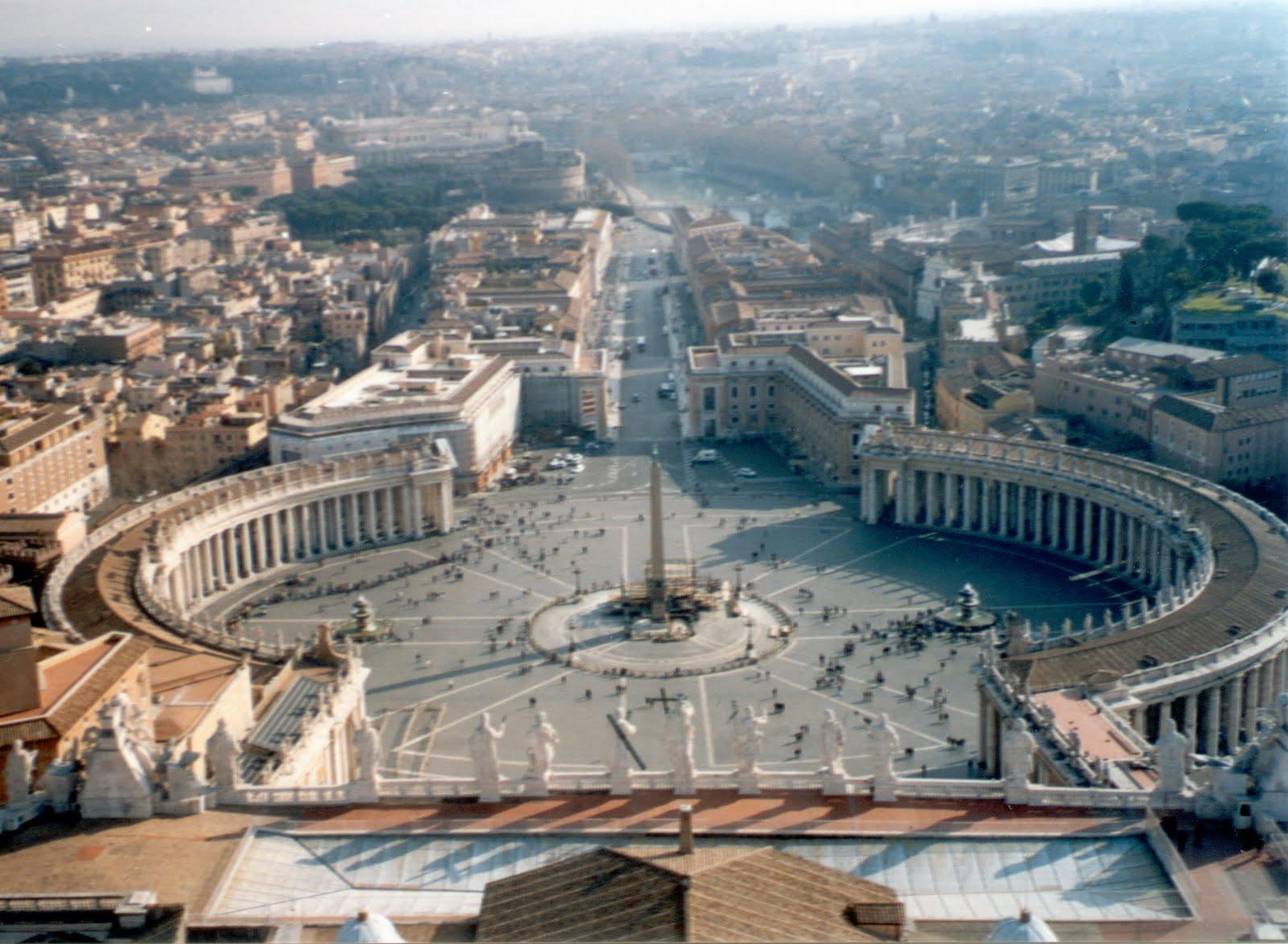 http://2.bp.blogspot.com/-6ebAEeKWQkg/Tf_HqzYORcI/AAAAAAAAALk/kmo_qgw9UxE/s1600/Piazza_San_Pietro_%2528febbraio_2005%2529.jpg