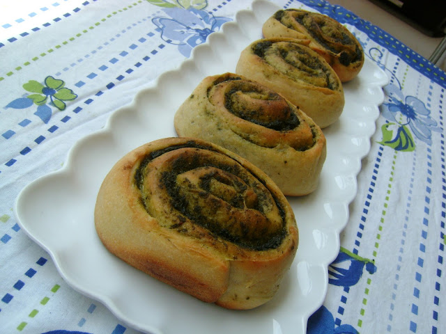 pesto pinwheels....and oh, were're back :)