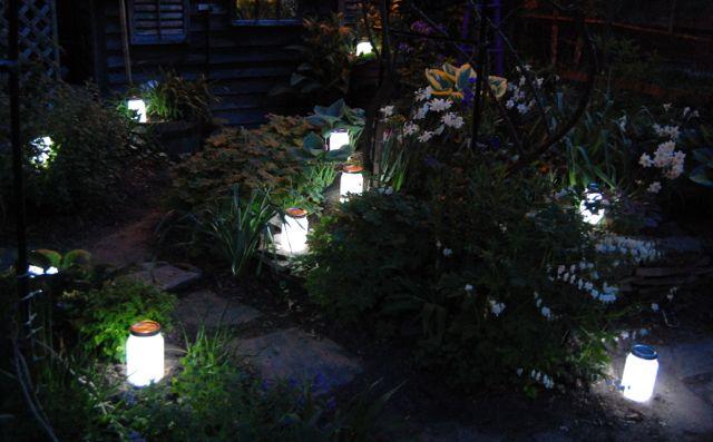 http://2.bp.blogspot.com/-6f4pIuL-vw8/T7EHdaXrZbI/AAAAAAAADv8/dlUnltl1ezA/s640/JarLights-Garden.jpg