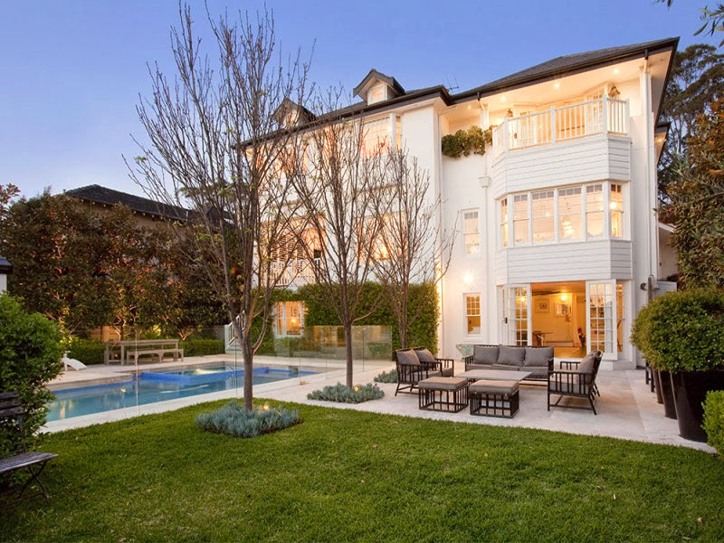 Hamptons pool house in the heart of sydney for Hamptons home and garden design penarth