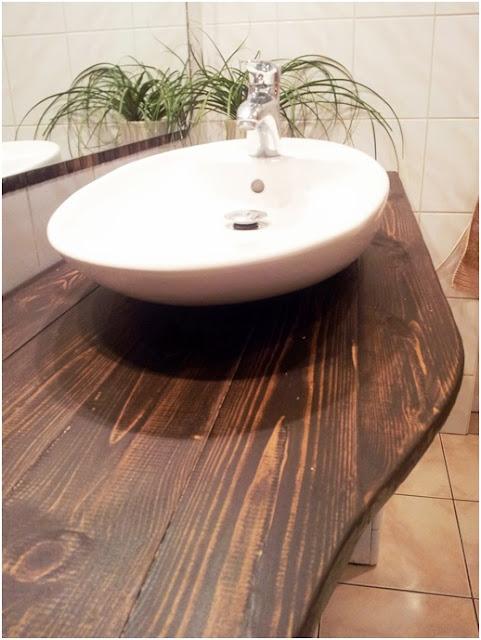 drewniay blat pod umywalkę jak zrobić, jak zabezpieczyć drewno w łazience,blat z drewna DIY,olejowanie drewna krok po kroku