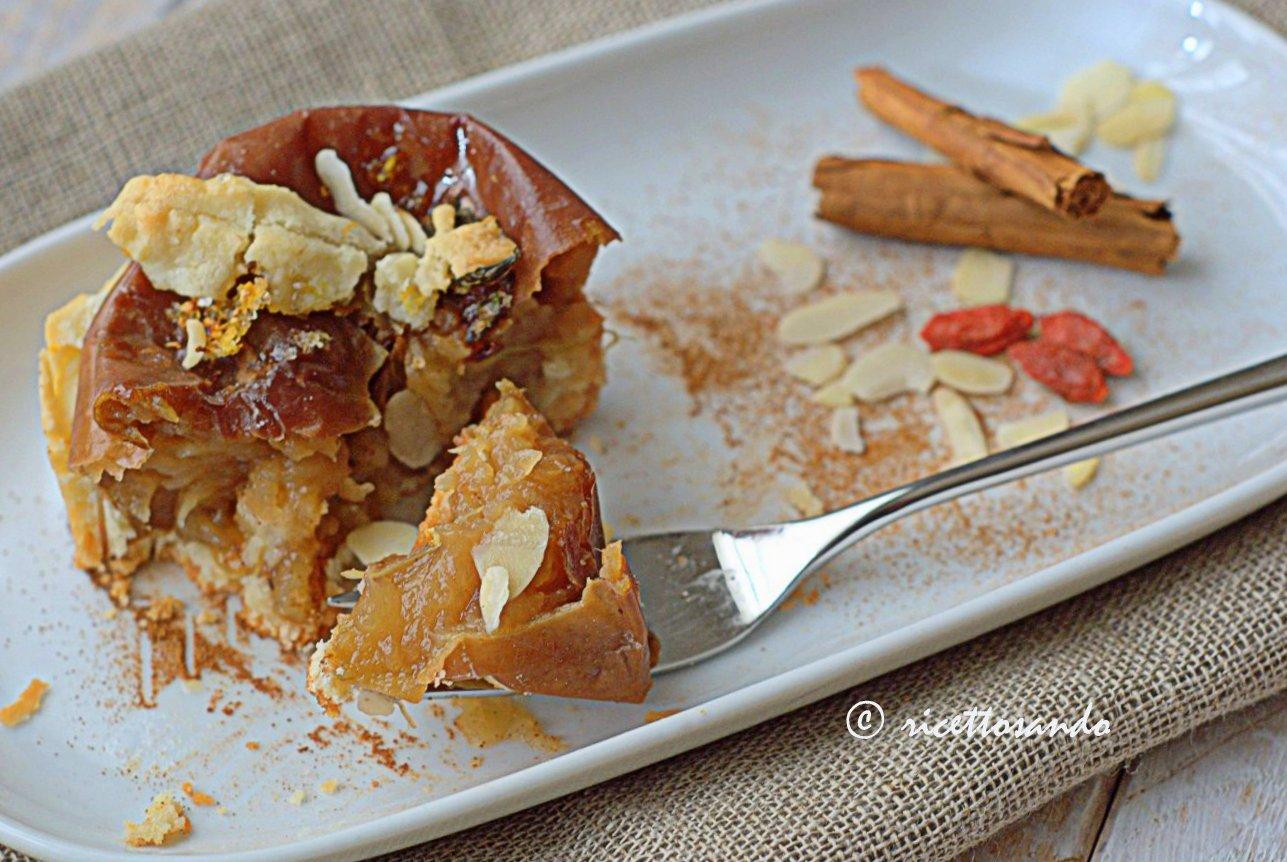 Mele cotte nel biscotto ricetta dessert dolce