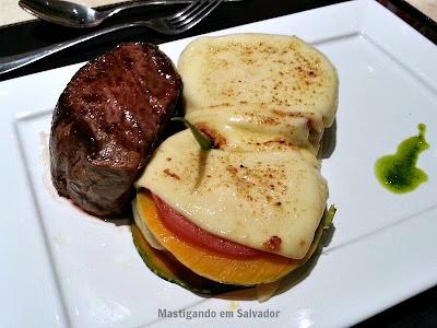 Cedro Restaurante: Nacos de Mignon com Lasanha Sertaneja