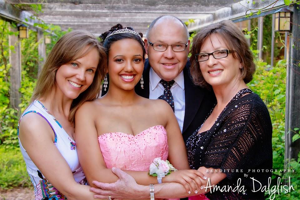 Saskatoon-Graduate-Photographer-Family-Photo-Renditure-Grad-Photography-Senior-Graduates-Child-School-Photos-Junior-Student-Saskatchewan-YXEGraduate, senoir, graduation, family, photographer, saskatoon, renditure, photography, yxe