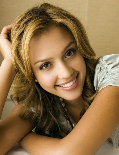 Wanita dengan Bibir Terseksi Jessica Alba