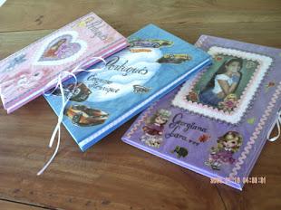 Adoro encapar e personalisar cadernos, acho que é sinônimo de capricho e amor.