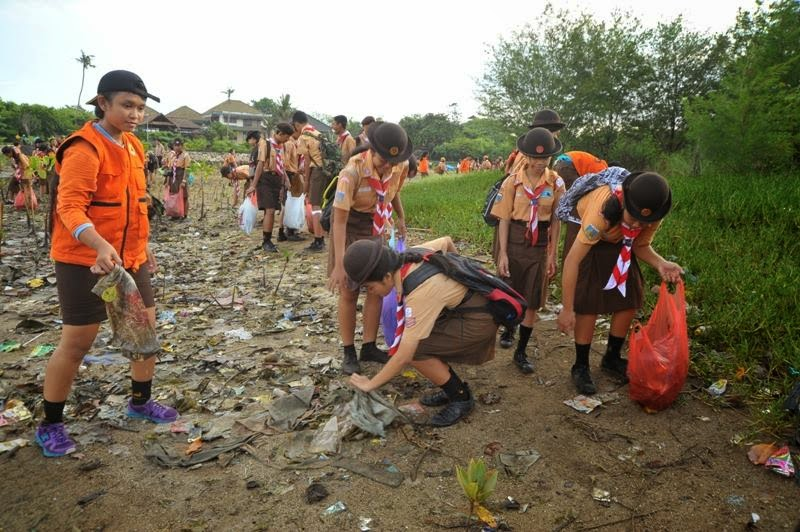 Aksi Peduli Lingkungan: 300 Pramuka Bali Tanam Pohon Bako Berjamaah di Sanur