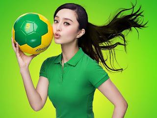 Fan-bingbing-with-football-hd-wallpaper-free