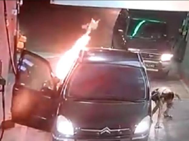 Kereta Citroen Terbakar Di Penang Gara-Gara Tak Matikan Enjin