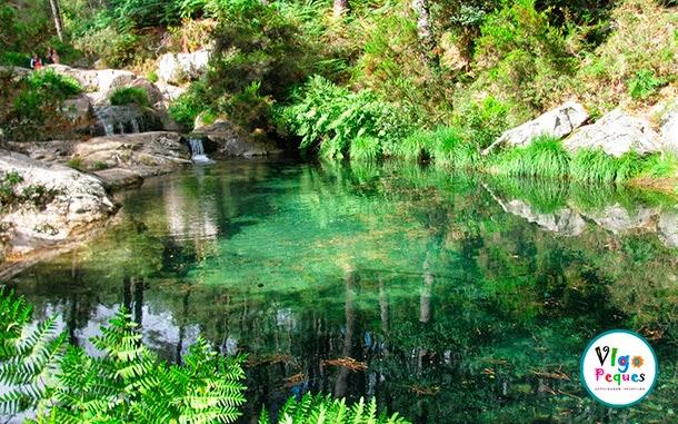 Las 5 piscinas naturales para perderse en galicia vigopeques for Plastico para piscinas naturales
