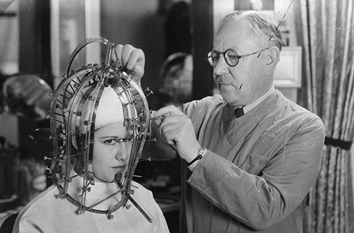 Uma das invenções de Max Factor foi o medidor de rostos