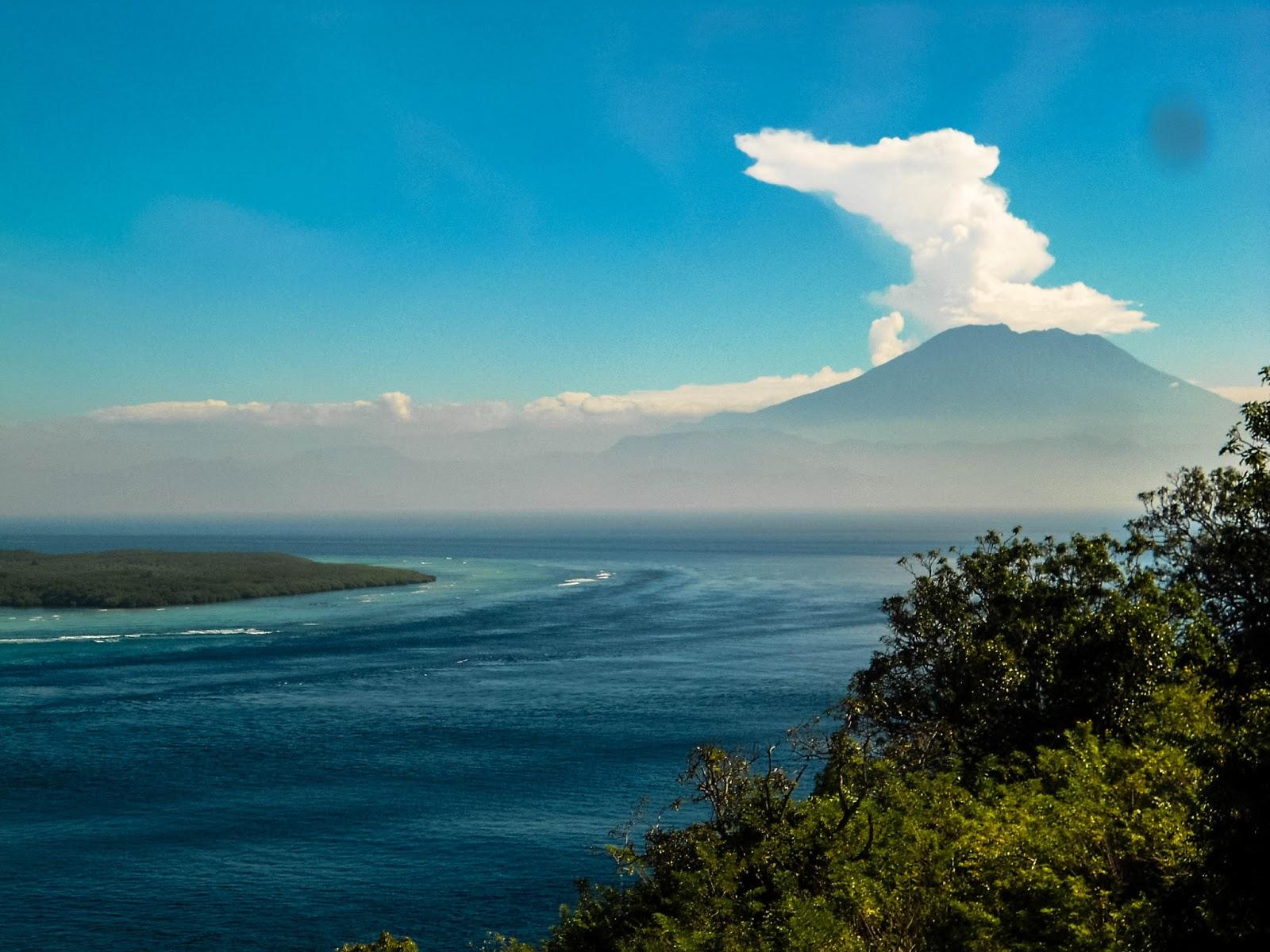 View Gunung Agung dan Sanset Gamay Nusa Penida