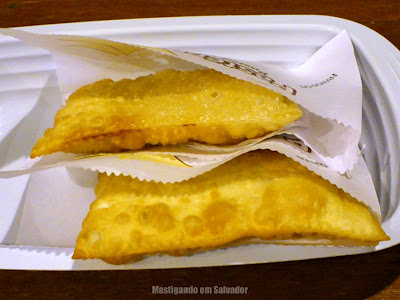 Pastépolis Pastéis e Massas: Pastéis de Frango com Catupiry e de 3 Queijos