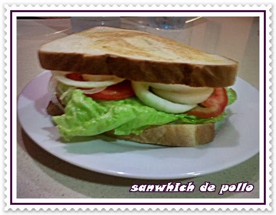 http://lasrecetasdenessa.blogspot.com.es/2013/07/sanwich-de-pollo.html