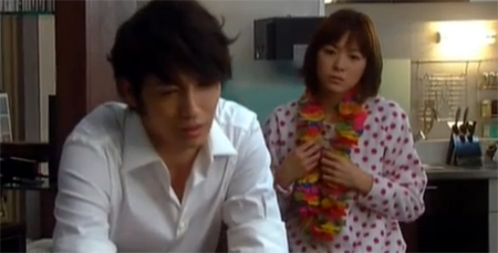 Chiaki looks forlorn and Nodame listens sympathetically