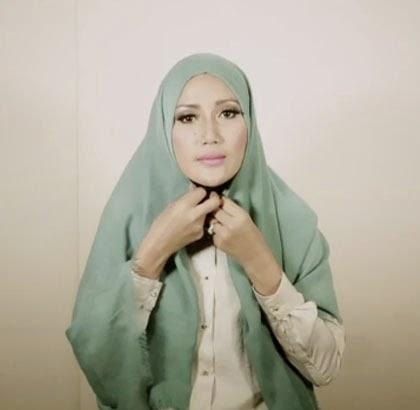 Cara Memakai Jilbab Terbaru Step 2