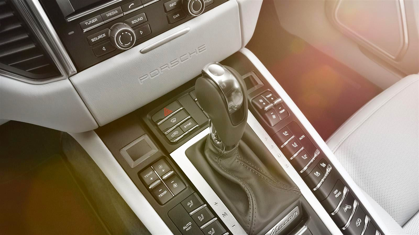 Porsche Macan S Gear Box View