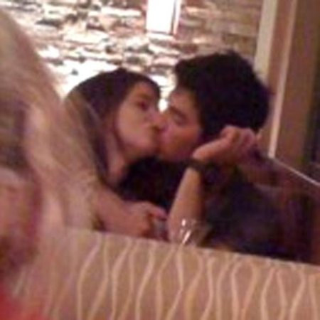 Jonas  Demi Lovato Kissing on Joe Jonas Ashley Greene Kissing Jpg