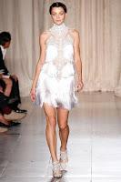 бяла рокля с ресни Marchesa