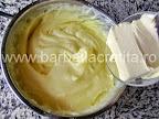 Cremsnit preparare reteta crema de vanilie - incorporam untul