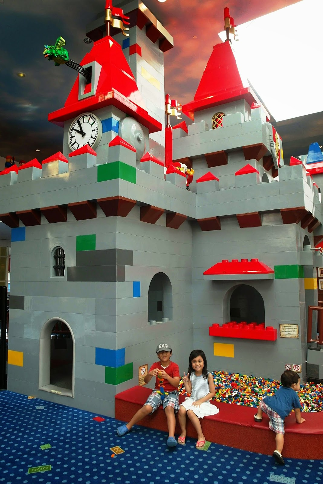 The castle themed Lego play area in the lobby. Ian wasn't interested ...