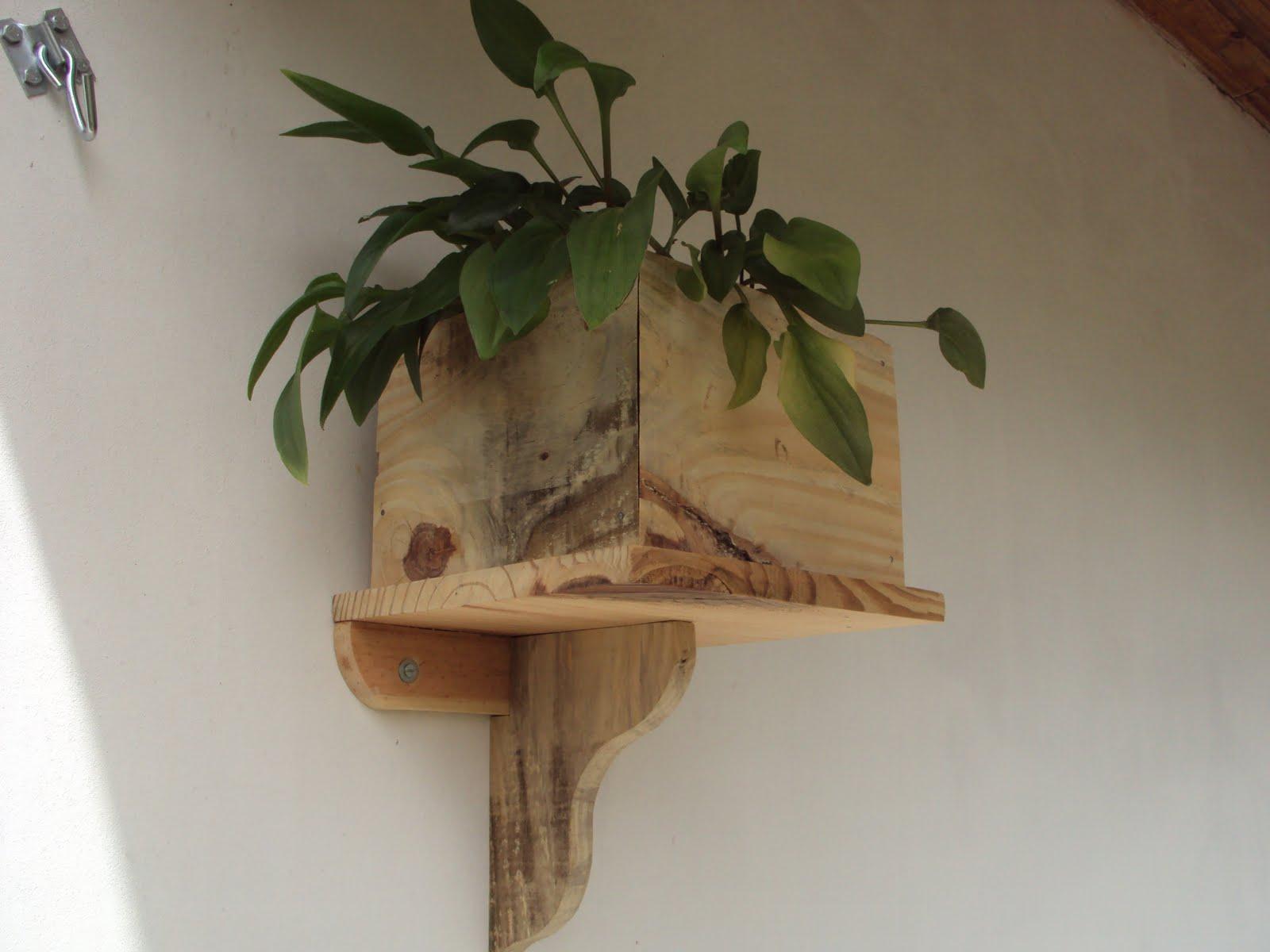 Artes do Dinho: Porta folhagem para parede #322F19 1600x1200 Balcao Banheiro Artesanal