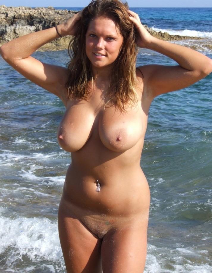 пышные голые нудистки фото