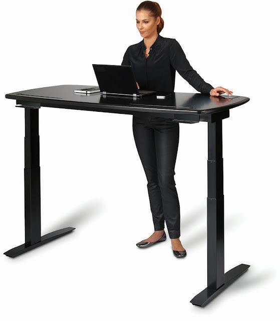 Αυτό το γραφείο σας αναγκάζει να σηκωθείτε όταν κάθεστε για πολύ ώρα