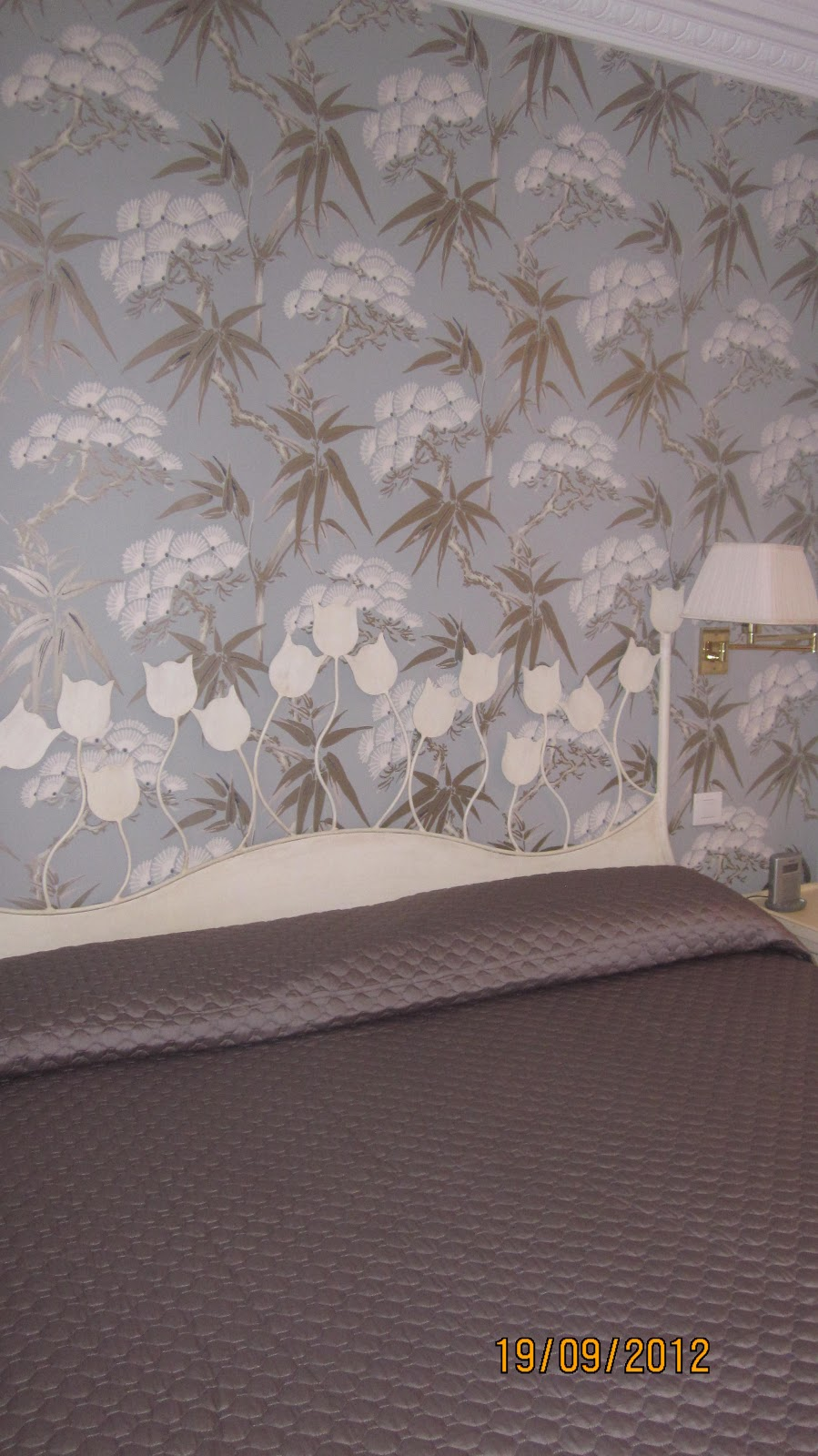 Decorar con cortinas y mucho m s papel pintado con for Paredes orientales