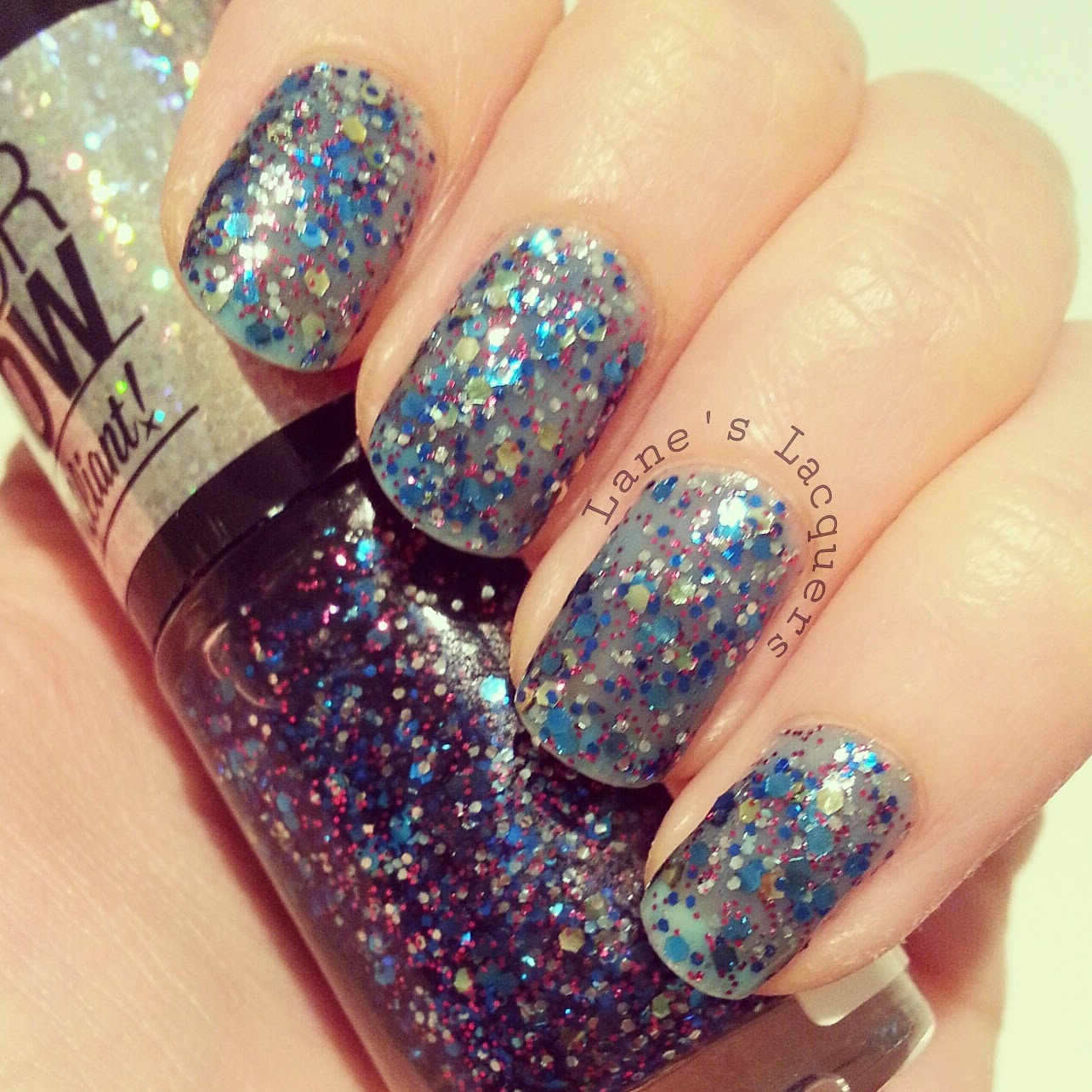 maybelline-colorshow-be-brilliant-skyline-blue-swatch-nails (2)
