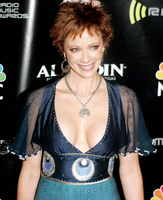 Lauren Holly Short Haircut and Hairstyle