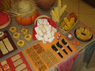 Decoração da festa junina mesas decoradas com tecido