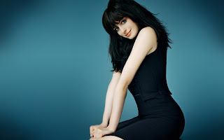 Anne Hathaway Beautiful Brunette HD Wallpaper