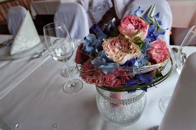 Brautstrauß in Hellblau, Rosé und Silber